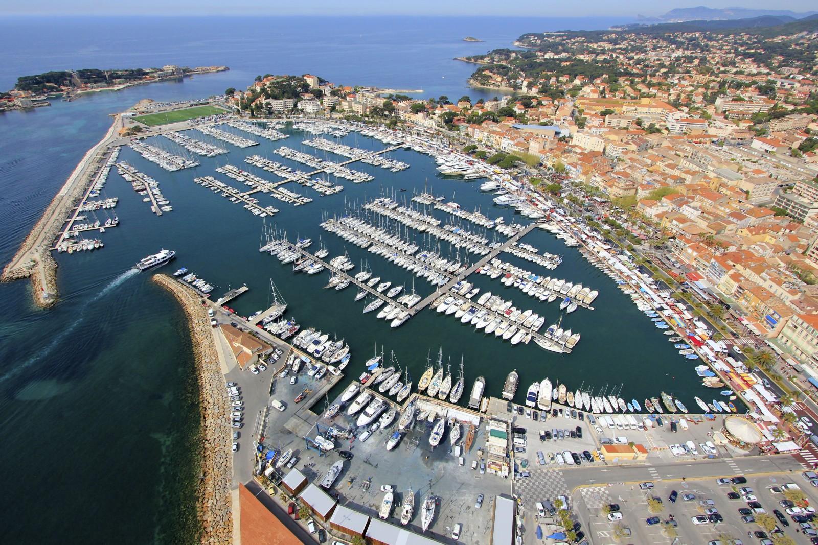 Vue aérienne du port de Bandol