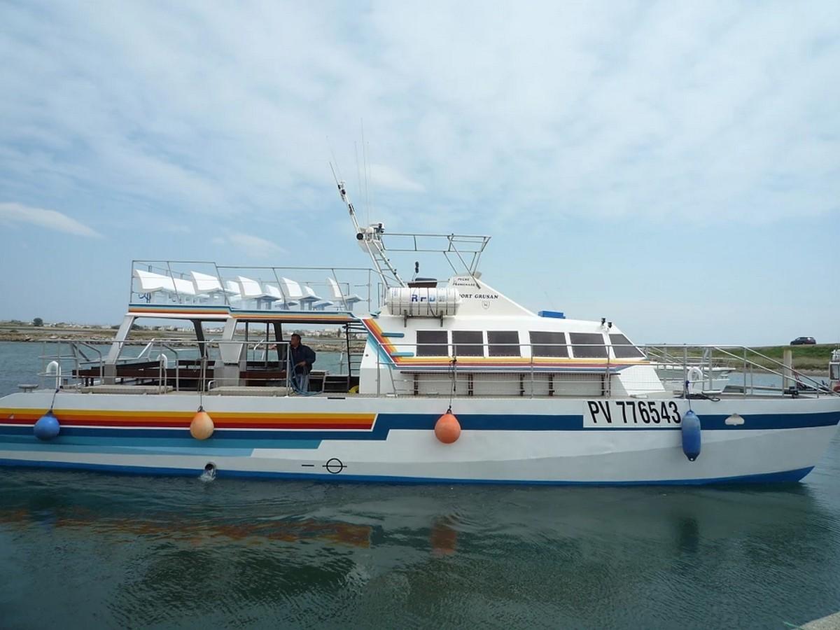 Catamaran Le Port Grusan