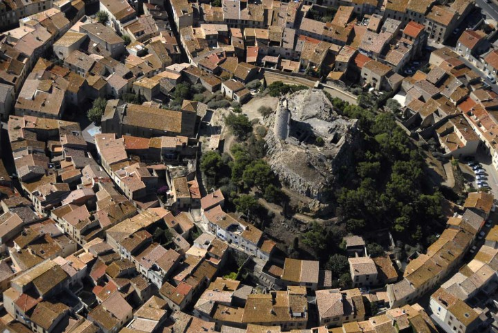 Le village en circulade et château