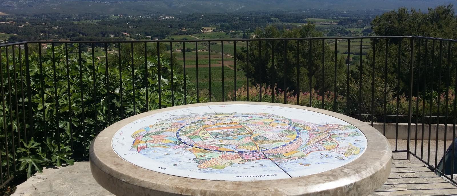 Vue panoramique à partir de la table d'orientation de La Cadière