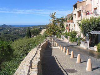 Les remparts du Castellet village