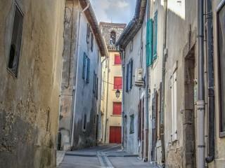 S\'imprégner du village médiéval fortifié de La Palme